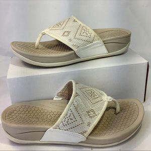 BareTraps sz 8M Dasie Sandal Tribal fabric comfort